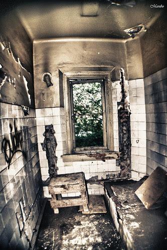 Casa embrujada, Santiago de Chile. by Alejandro Bonilla