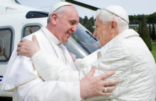 2 πάπες για πρώτη φορά στην ιστορία μαζί!