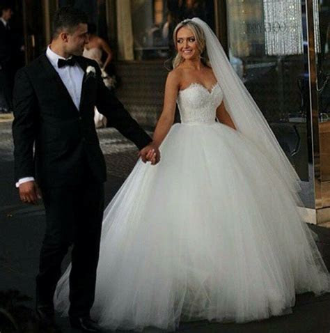 vintage princess lace ball gown wedding dress sweetheart