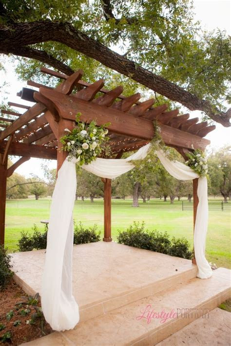 Lifestyle Portrait: Wedding pergola decoration green