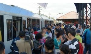Cartagineses saturaron el servicio de tren a la capital esta mañana. CRH/Foto INCOFER.