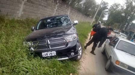 Ronaldinho Gaúcho sofre acidente em Porto Alegre, não tem ferimentos e tira selfies com fãs