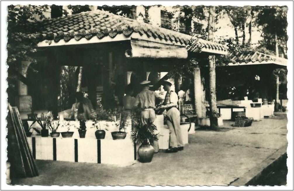 Kiosque hoa trên ĐL Nguyễn Huệ. Nguồn: delcampe.net.