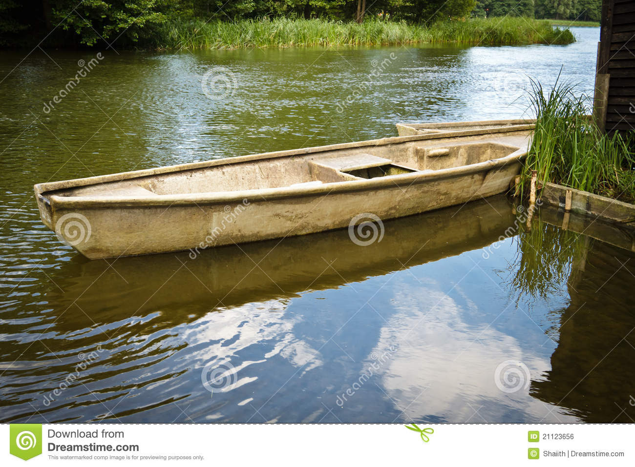 Vintage Fishing Boat In The Lake Royalty Free Stock Image - Image