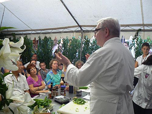 M. Cardaillac devant son auditoire.jpg