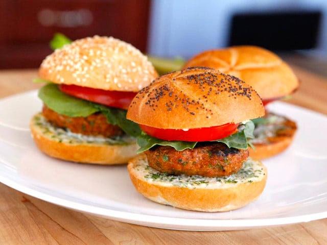 Spiced Up Turkey Burger with Lemon Herb Mayo | Tori Avey