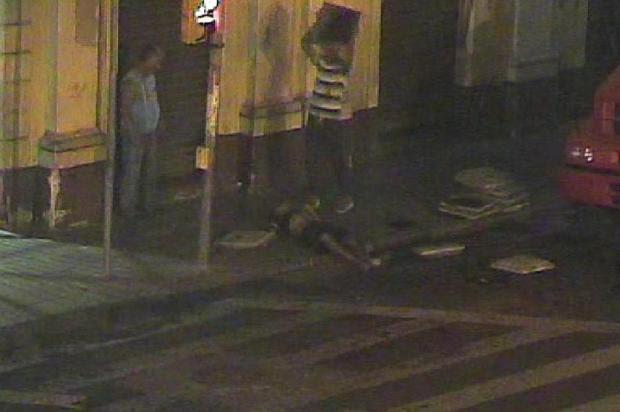 Polícia revela identidade do morador de rua espancado até a morte no Centro de Porto Alegre Reprodução/Central de Operações da Guarda Municipal