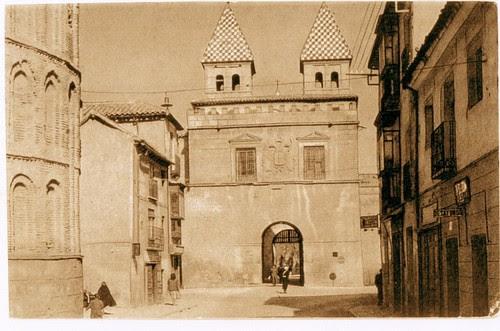 Puerta de Bisagra de Toledo a inicios del siglo XX (después de 1934)