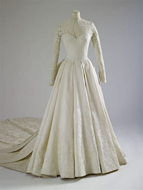 Ten things I learned at the royal wedding dress exhibition