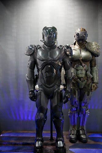 Pacific-Rim-Movie-SDCC-2012-Jaeger-Suit-Prop-Display