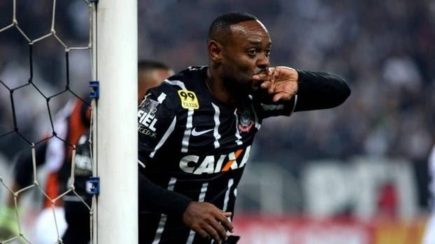 Love marcou seu quarto gol com a camisa do Corinthians