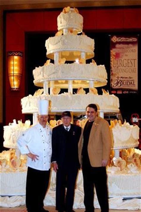 Guinness World Records: World's Largest Wedding Cake