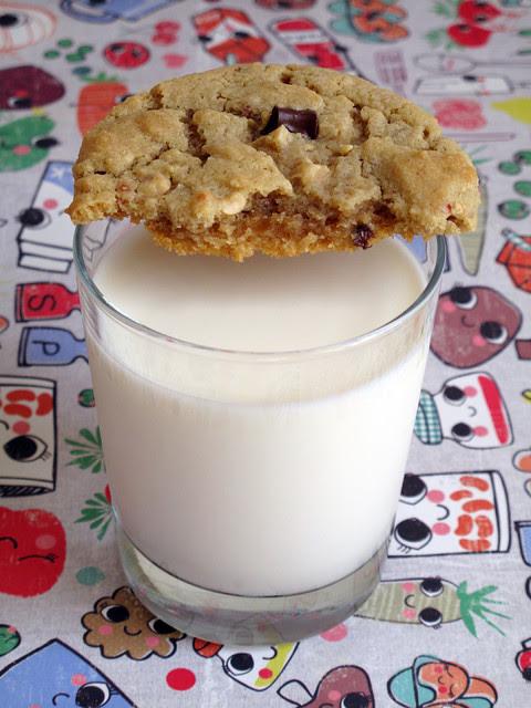 Biscotti burro d'arachidi e gocce di cioccolato