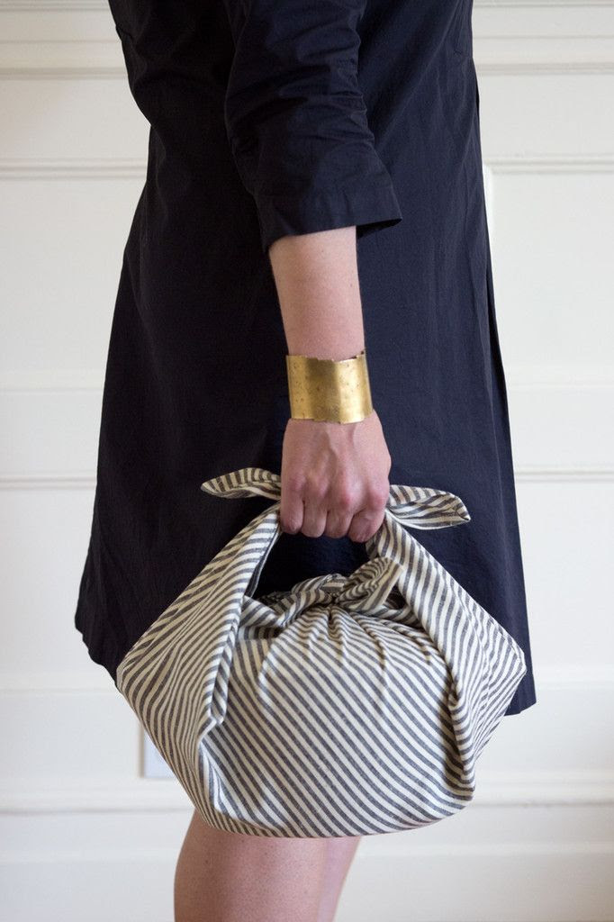 Use your wrapping cloth as:    - an apron.    - a bread bag.    - a way to transport potluck or picnic items.    - an alternative to a disposable wine bottle bag.    - a way to wrap a housewarming gift.    - a way to keep your Chemex or French Press coffee warm.    - an impromptu tablecloth for two.    - any number of other furoshiki.    - a way to bundle farmers market finds.    - a lunch bag.