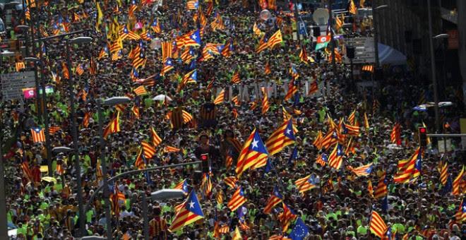 Miles y miles manifestantes llenan el centro de Barcelona / REUTERS