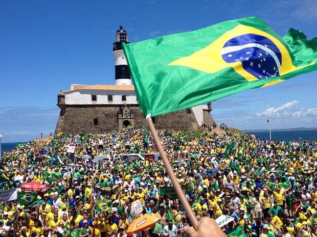 Manifestação em Salvador começou por volta das 10h50 no Farol da Barra, Bahia (Foto: Henrique Mendes/ G1)