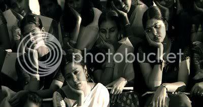 http://i298.photobucket.com/albums/mm253/blogspot_images/Sillunu%20Oru%20Kaadhal/PDVD_0007.jpg