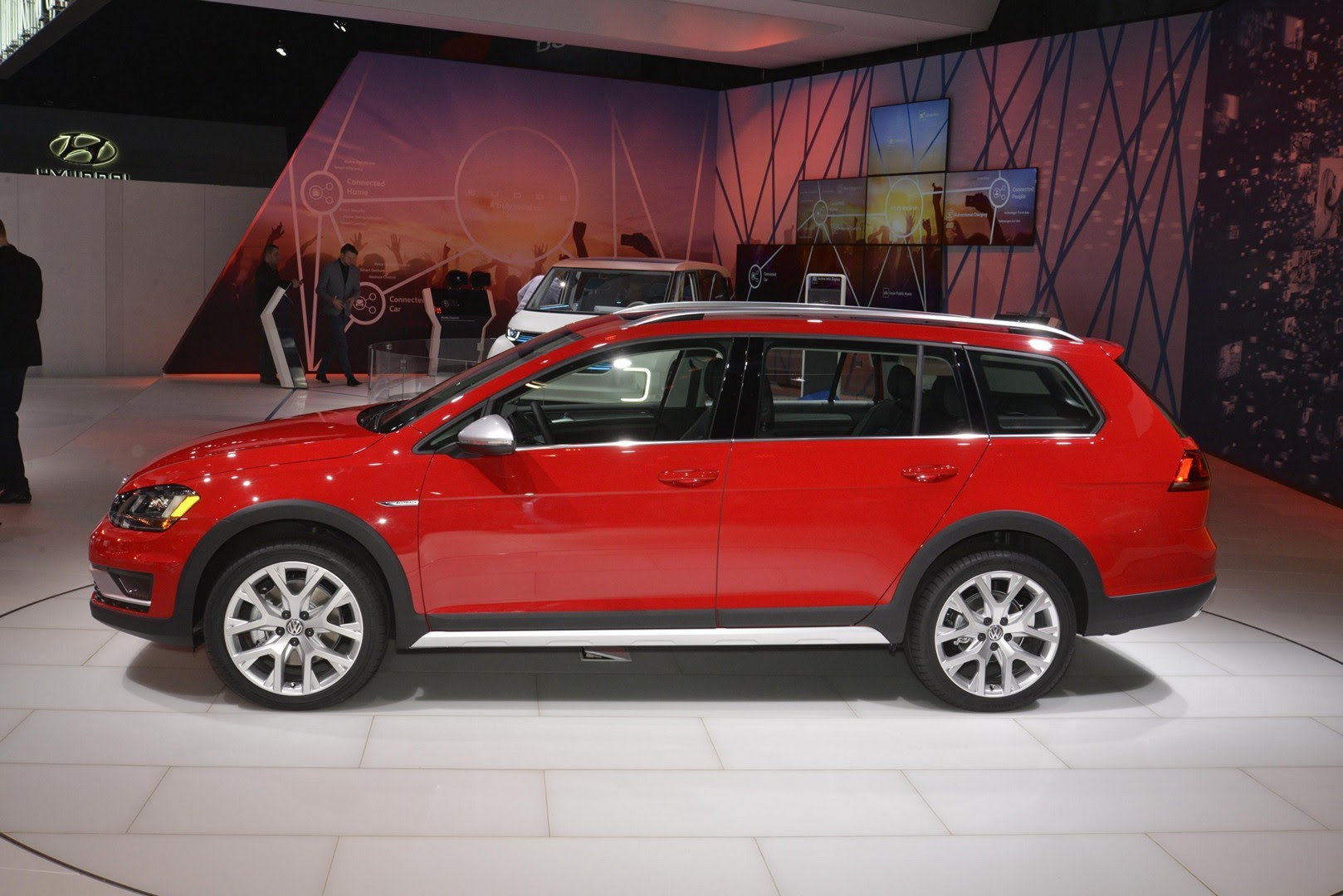 2017 Vw Golf Alltrack Has Dual Exhaust And Red Paint Like A Gti In New York Autoevolution