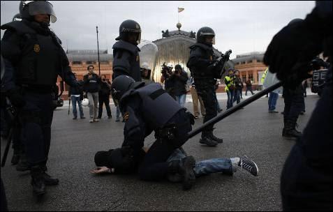 Los manifestantes han acabado dispersándose hasta la estación de Atocha, donde se han producido otras detenciones.