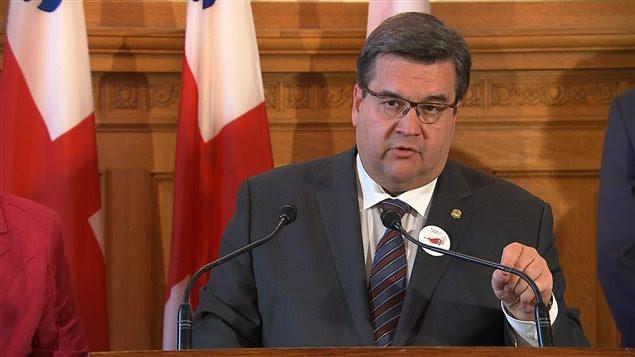 Opposé au projet d'Énergie Est, le maire Denis Coderre a répondu à ses critiques.