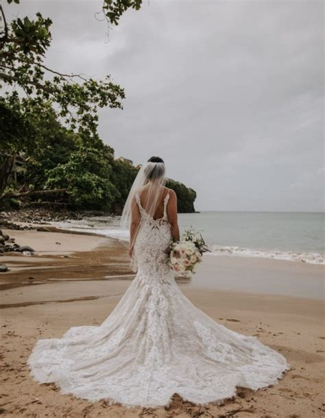Best Beach Wedding Dresses for 2019   Business Bridal