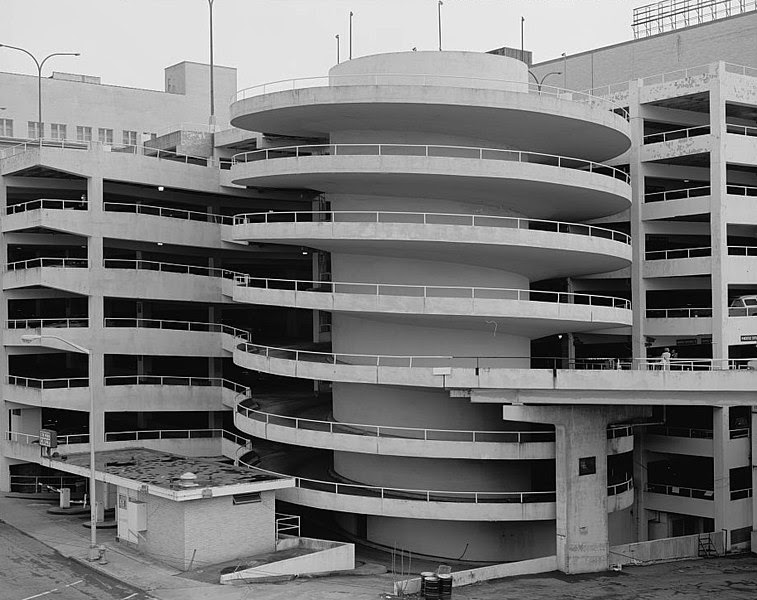 File:View of parking deck spiral exit ramp detail, from northwest looking southeast. - Rich's Downtown Department Store, 45 Broad Street, Atlanta.jpeg