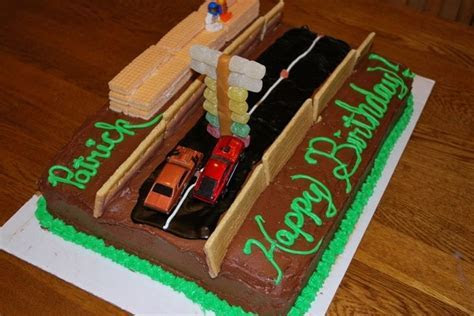 Looking for a drag racing cake I can make    Cake