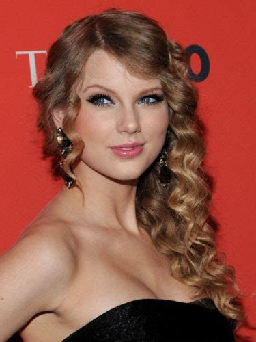 picture gallery taylor swifts formal long curly hairstyle