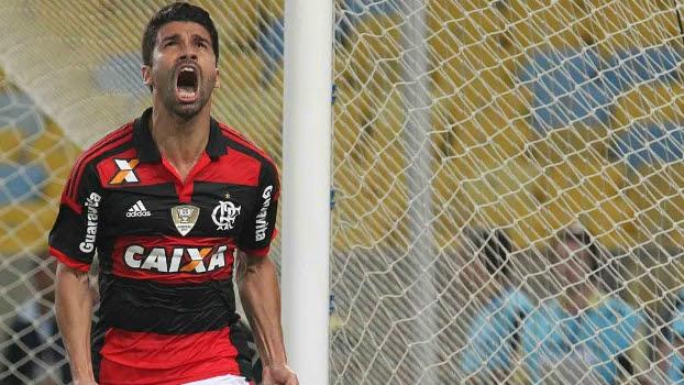Eduardo da Silva vibra com o gol sobre o Coritiba, no Maracanã