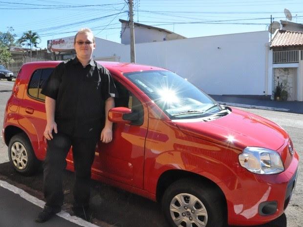 Caçador de ofertas na internet, homem   compra carro 0 km por R$ 500 em MS (Foto: Gabriela Pavão/G1 MS)