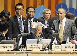 Ministro do Meio Ambiente do Japão, Ryu Matsumoto preside sessão da COP-10, a convenção da ONU sobre diversidade