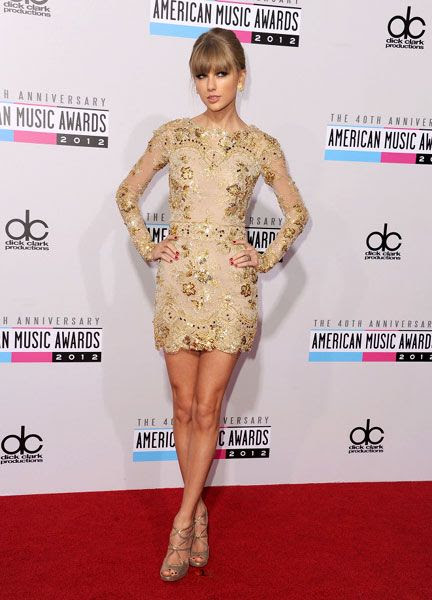 Taylor Swift strikes a pose at the 40th Anniversary American Music Awards, on November 18, 2012.