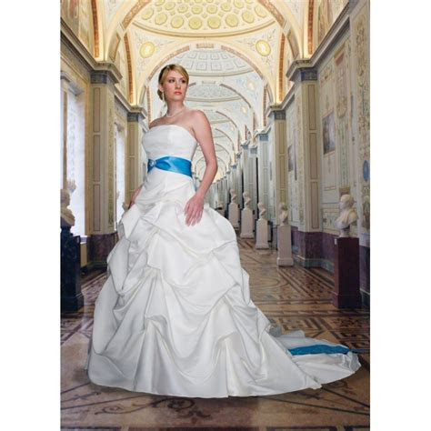 Baby blue and white wedding dresses: Pictures ideas, Guide