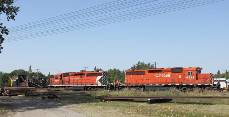 CP 5912 and 5927 in Grenfell SK
