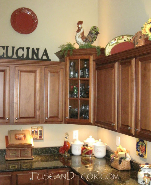 Tuscan Kitchen Decor - Ideas for Decorating A Mediterranean ...