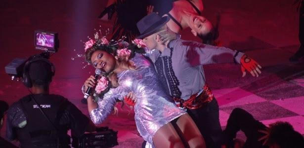 """Gaby Amarantos apresenta versão em tango da música """"Ex Mai Love"""" no """"Criança Esperança 2012"""""""