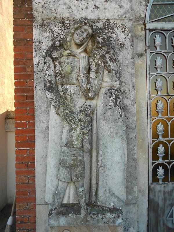 dettaglio sinistra tomba vittime 44, Virgilio Milani,  Villamarzana