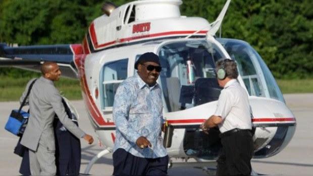 Feligrés, Dios te dará un carro si ayudas a reparar mi helicóptero: Pastor acusado de blasfemia