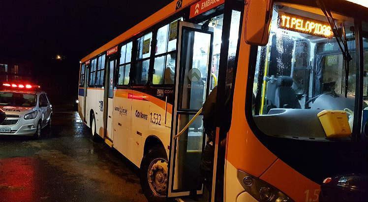 Num dos assaltos a ônibus, os assaltantes foram presos