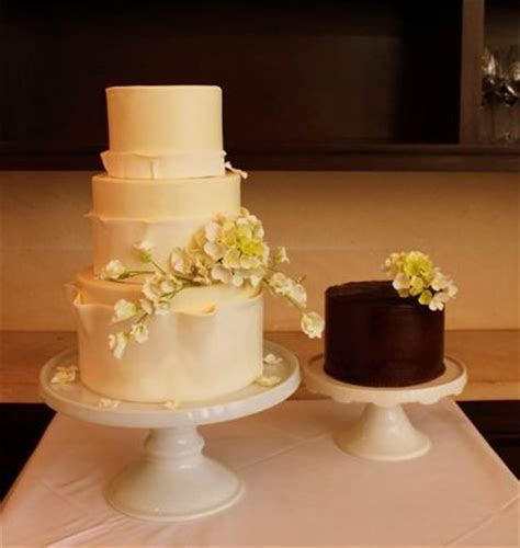 For the Guys: Groom?s Cake in Perspective   A Wedding Cake