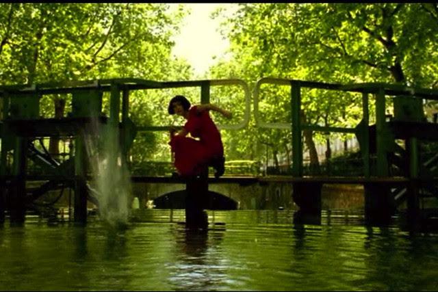 amelie skipping Fictional Fashion Icon: Amélie Poulain 1