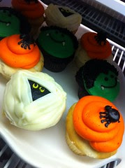 Adorable Halloween cupcakes to soothe your Frankenstorm worries by Rachel from Cupcakes Take the Cake