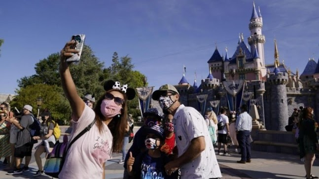 Disneyland California opens its gates for visitors after 13 months https://ift.tt/33238Cz