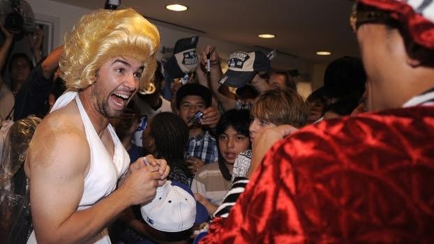 Jogadores da MLB estão proibidos de obrigarem os calouros a se vestirem como mulheres