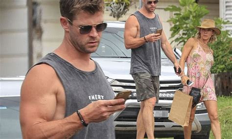 Chris Hemsworth with wife Elsa Pataky stroll in Byron Bay
