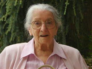 Margueritte Subra (28-X-1.912), profesora de enseñanza primaria en Auzat y Pamiers. Foto cedida por PEDRO DÍEZ, desde su blog http://feccoo-pdiez.blogspot.com/