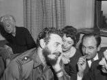 22 de abril. Periodistas conversan con Fidel en el Hotel Statler. Foto: Revolución