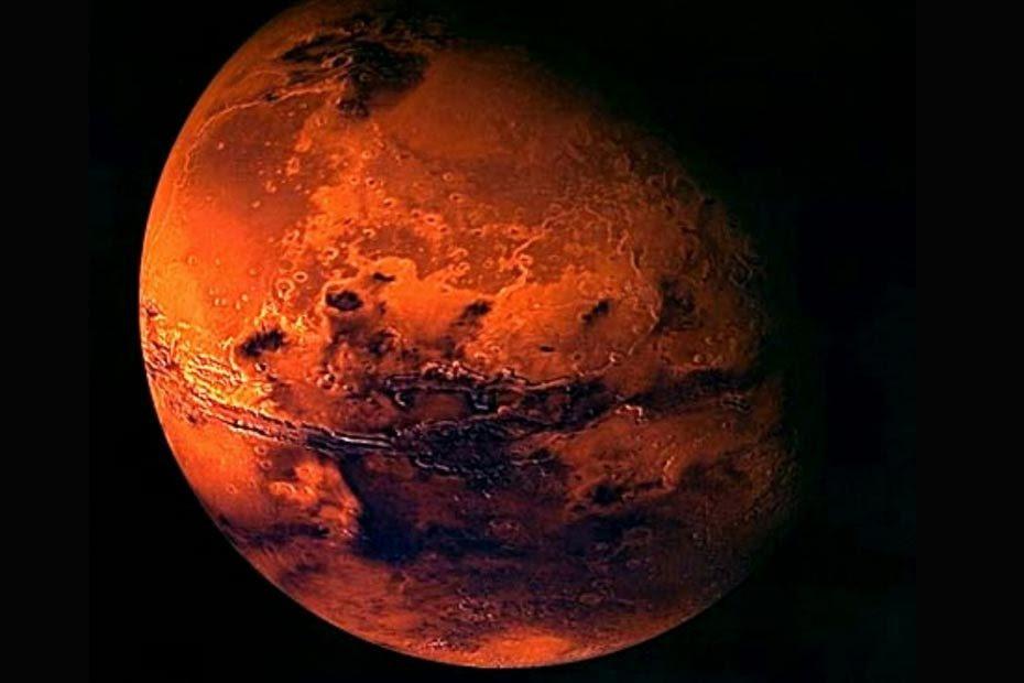 Marte pode um dia ter anéis semelhantes a famosa auréola de Saturno, sugere nova pesquisa. Em poucas dezenas de milhões de anos, o planeta vermelho pode esmagar completamente sua lua mais interna, Phobos, e formam um anel de escombros rochosos, de acordo com o novo trabalho.