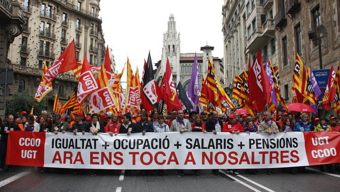 La capçalera de la manifestació de l'1 de Maig convocada per UGT i CCOO, aquest dimarts a Barcelona (ACN)