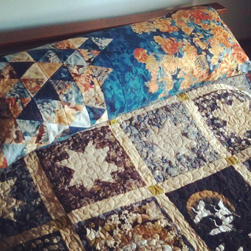Mum's quilt, stepdad's pillow. Finishes for the yay!